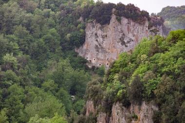 EtruscanTombsSoranoDE10A2449.jpg